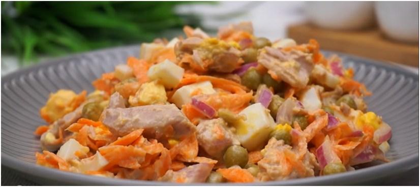 Σαλάτα με τόνο και καρότο.